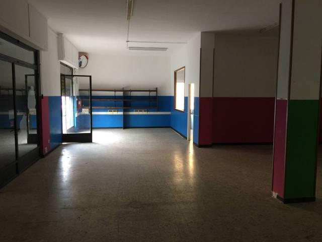 Negozio / Locale in affitto a Vallecrosia, 4 locali, prezzo € 1.100   CambioCasa.it