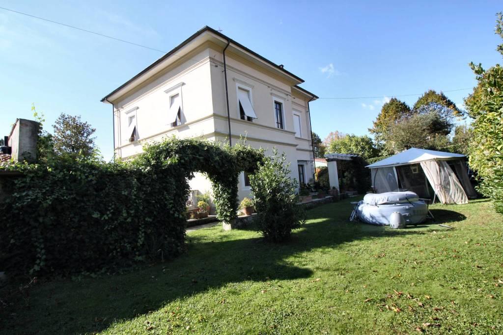 Villa 6 locali in vendita a Barga (LU)