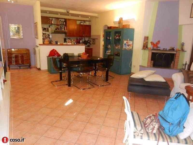 Rustico / Casale in vendita a Morlupo, 5 locali, prezzo € 225.000   CambioCasa.it