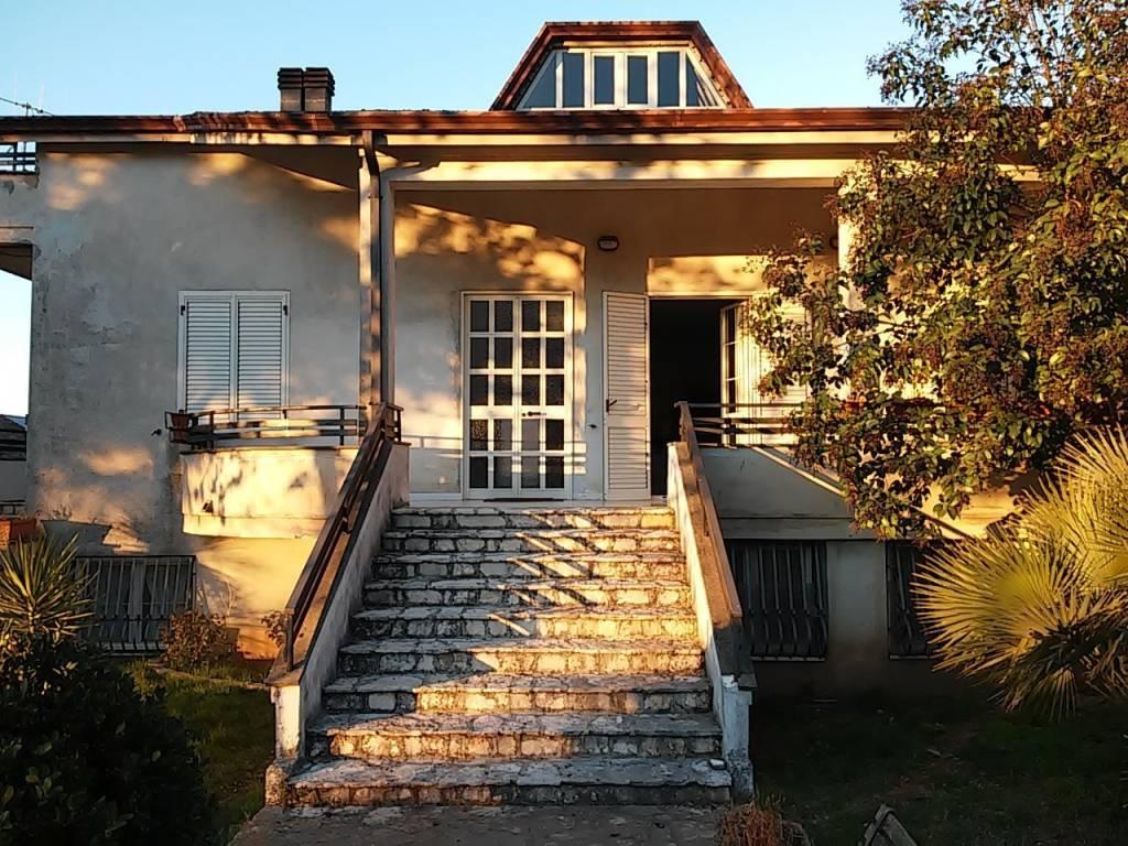 Villa in vendita a Pietramelara, 6 locali, prezzo € 240.000 | CambioCasa.it
