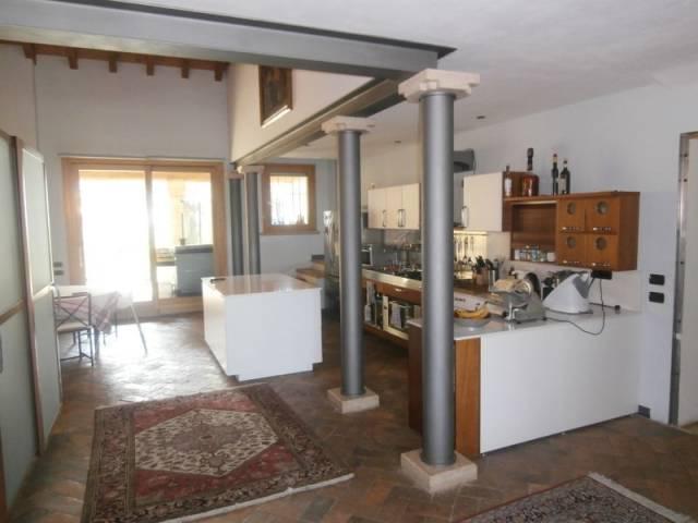 Villa in vendita a Curtatone, 6 locali, prezzo € 890.000 | CambioCasa.it