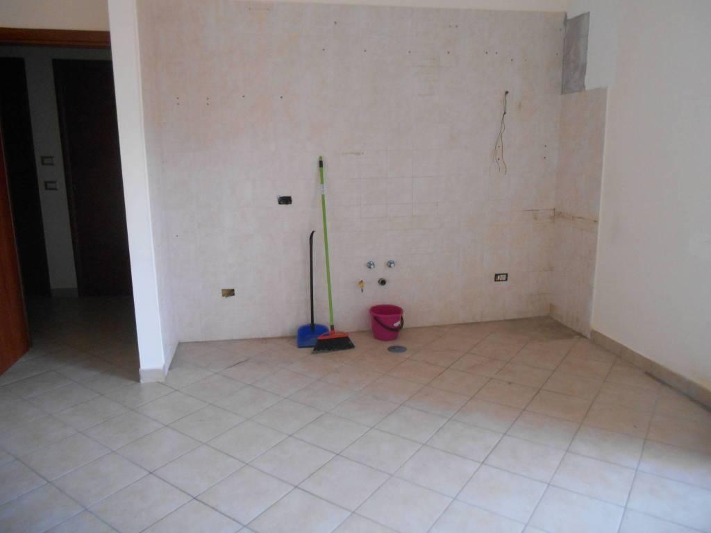 LICOLA TANGENZIALE SIGNORILE Appartamento 3 vani 400 €