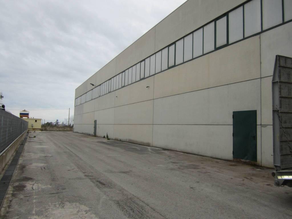 Capannone industriale in locazione