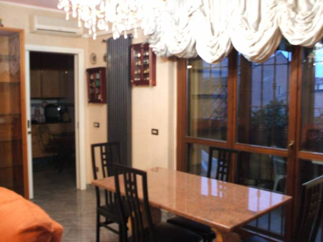 Appartamento in buone condizioni arredato in affitto Rif. 6946832