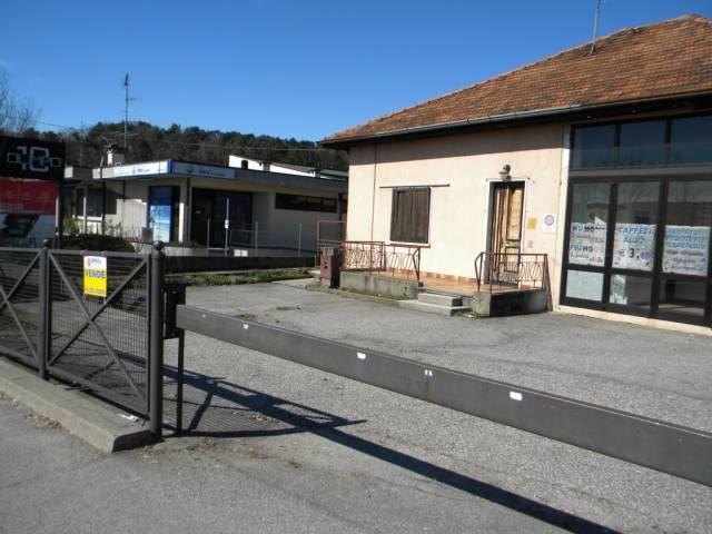 Negozio / Locale in vendita a Vergiate, 6 locali, prezzo € 278.000   CambioCasa.it