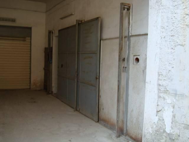 garage-Box-posto auto  in Vendita a Portici