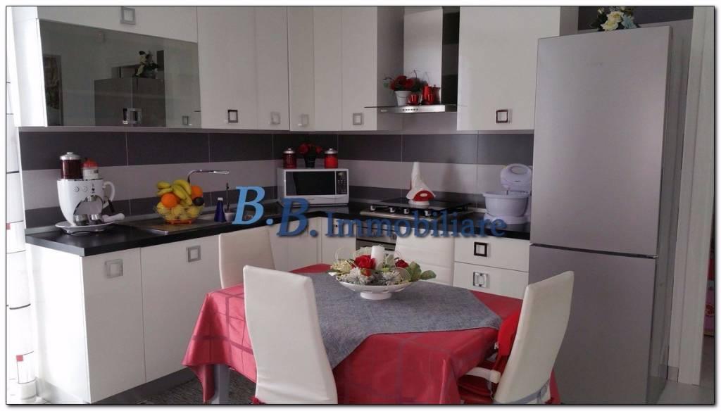 Appartamento in ottime condizioni arredato in vendita Rif. 8112994
