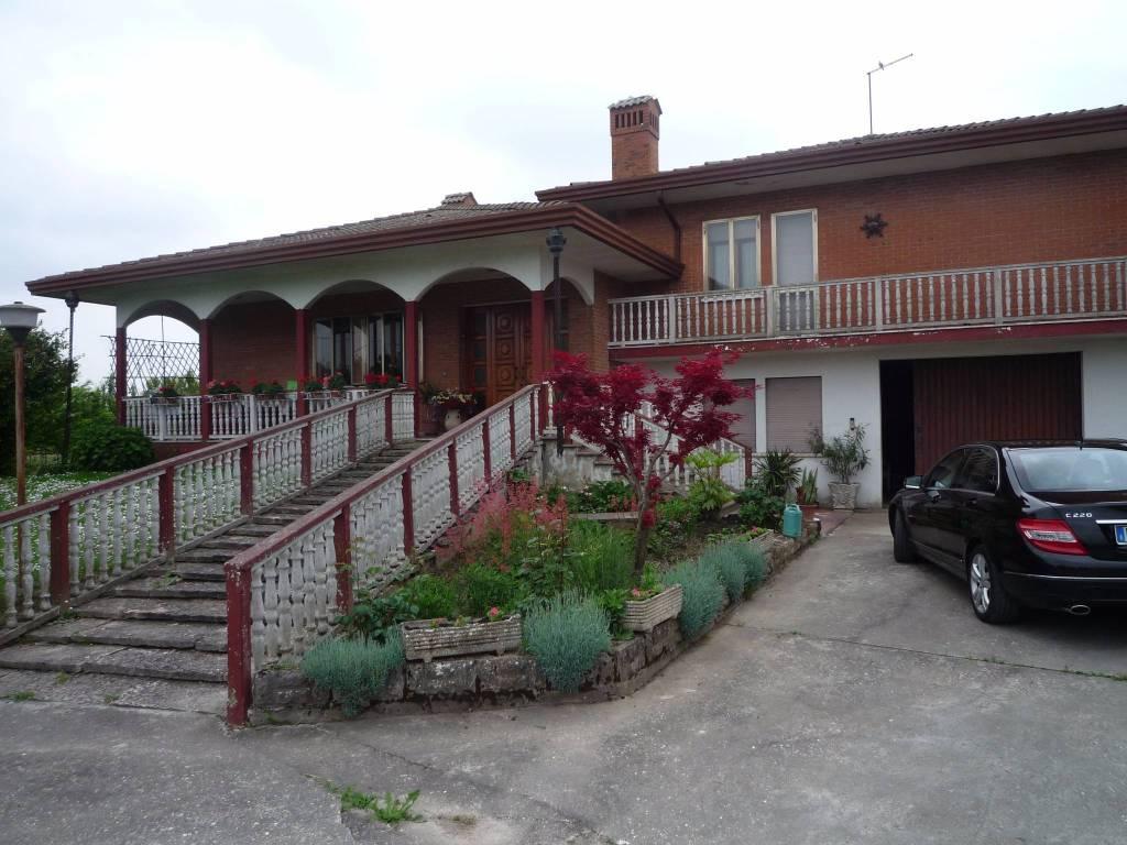 Villa in ottime condizioni in vendita Rif. 8677659
