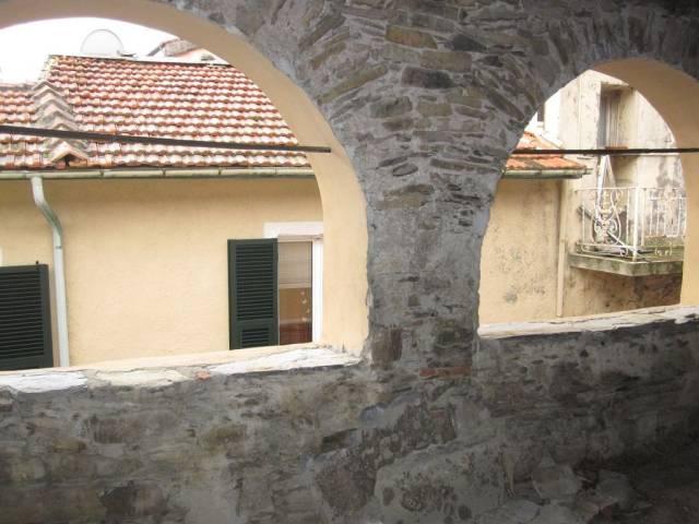 Appartamento in vendita a Chiusanico, 6 locali, prezzo € 80.000 | CambioCasa.it