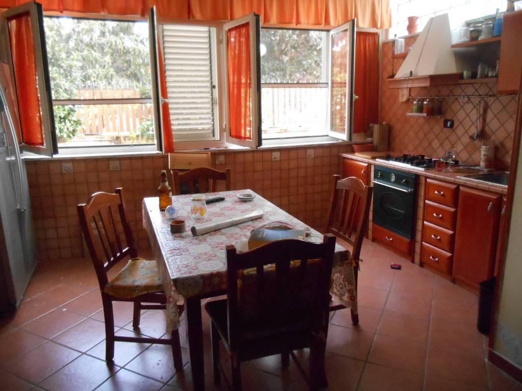 Appartamento in ottime condizioni arredato in affitto Rif. 7889898