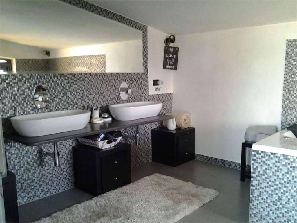 Appartamento in ottime condizioni in vendita Rif. 9153557