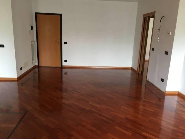 Appartamento in ottime condizioni in affitto Rif. 4401286