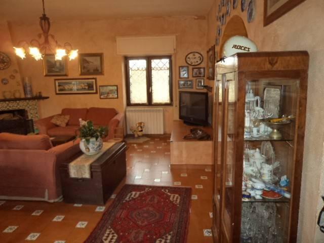 Villa quadrilocale in vendita a Castel Volturno (CE)