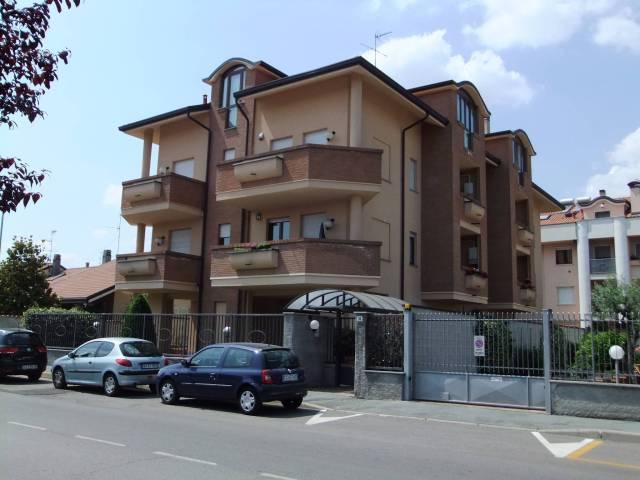 Appartamento in buone condizioni parzialmente arredato in affitto Rif. 5997744