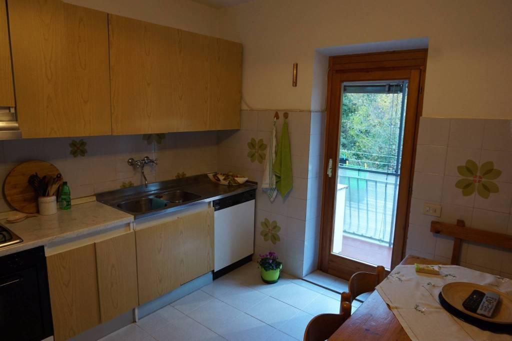Appartamento in ottime condizioni parzialmente arredato in vendita Rif. 7721644