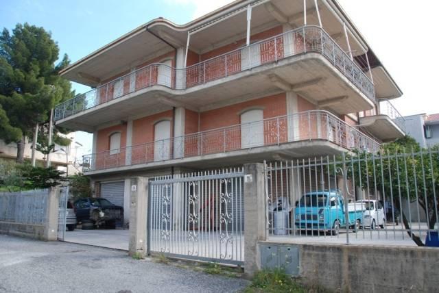 Palazzo-stabile Vendita Satriano