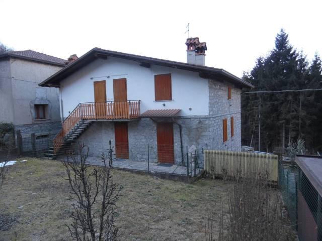 Villa in vendita a Breno, 5 locali, prezzo € 99.000 | CambioCasa.it