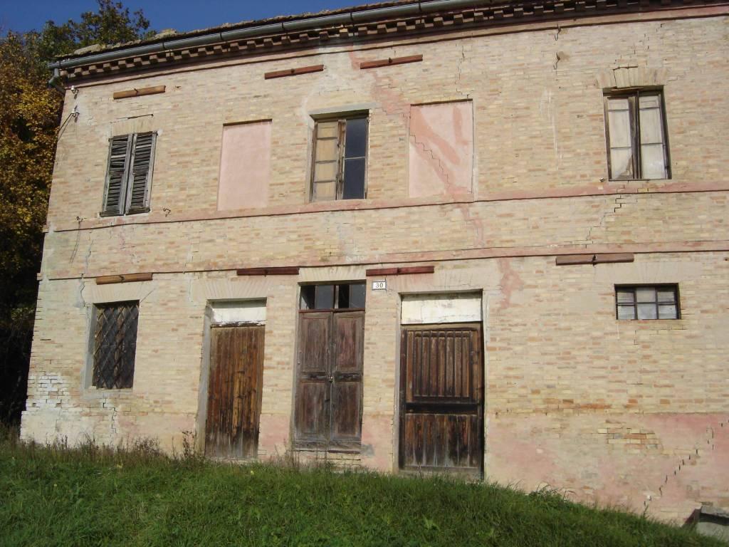 Rustico / Casale da ristrutturare in vendita Rif. 4584332
