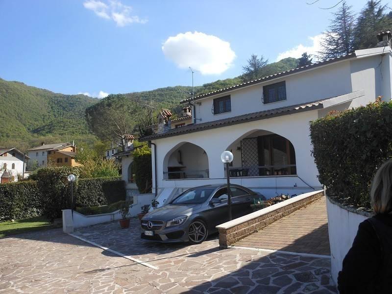 Villa in ottime condizioni parzialmente arredato in vendita Rif. 8256551