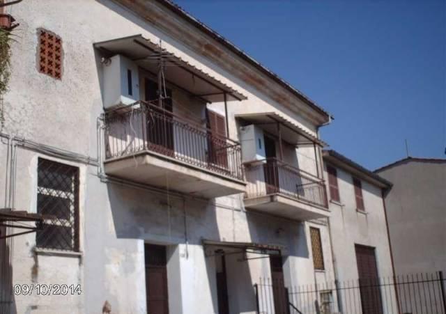 Appartamento in buone condizioni in affitto Rif. 4390718
