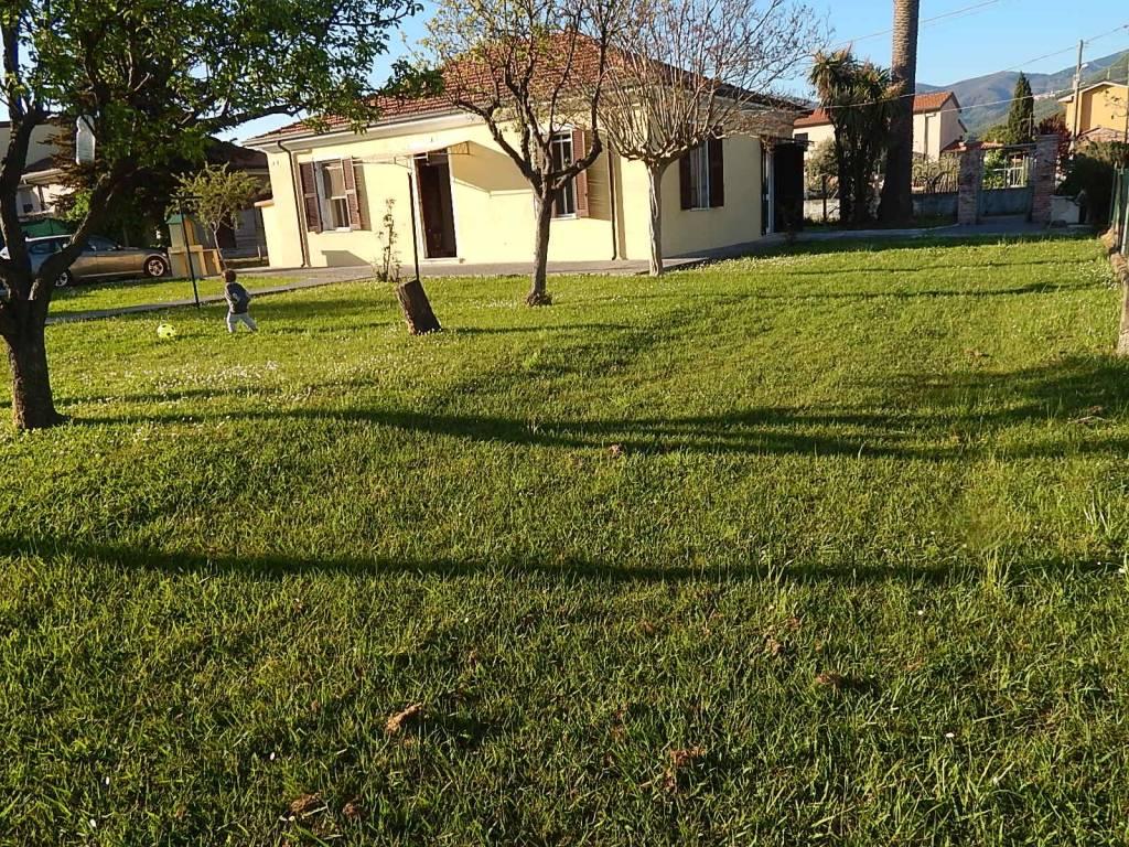 Casa Indipendente in buone condizioni in vendita Rif. 9151335