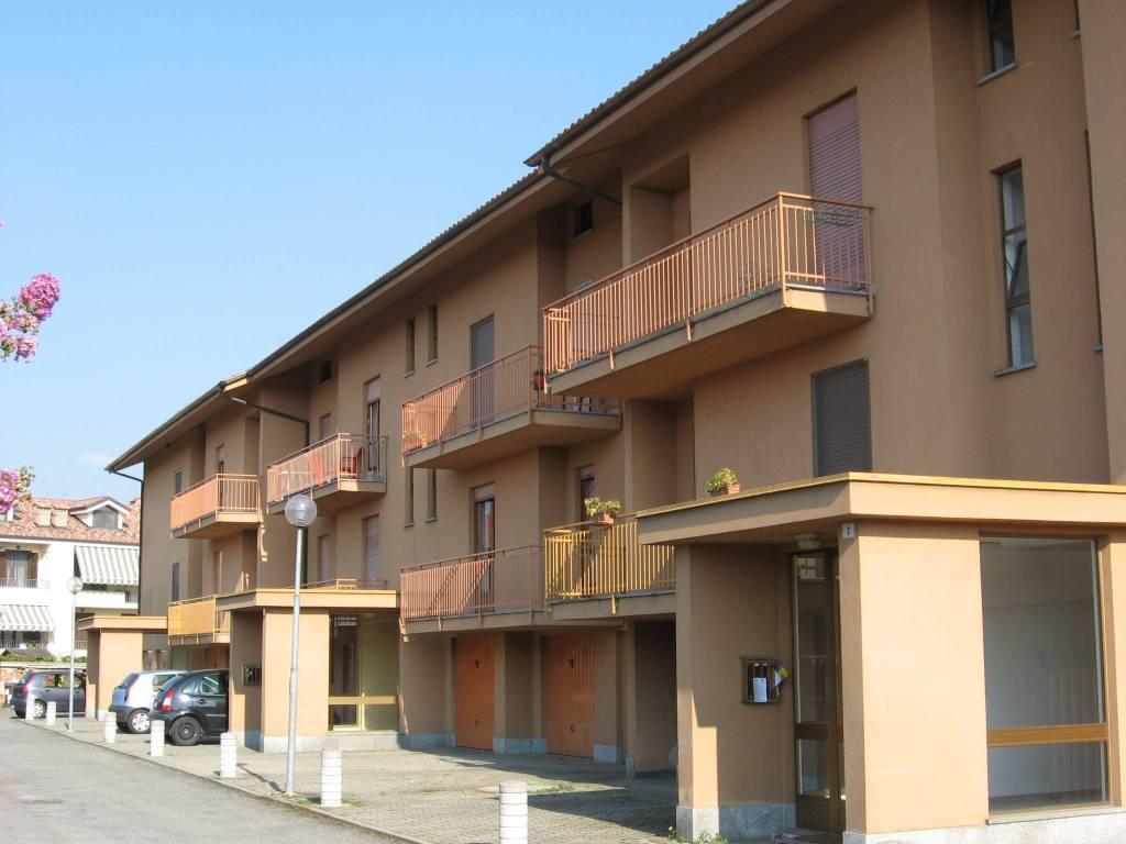 Appartamento in buone condizioni in affitto Rif. 4190854