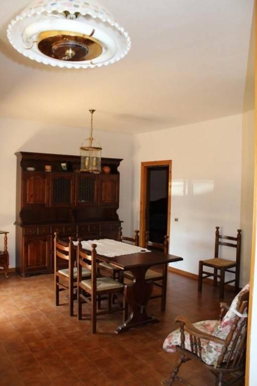 Appartamento in buone condizioni in vendita Rif. 4365495