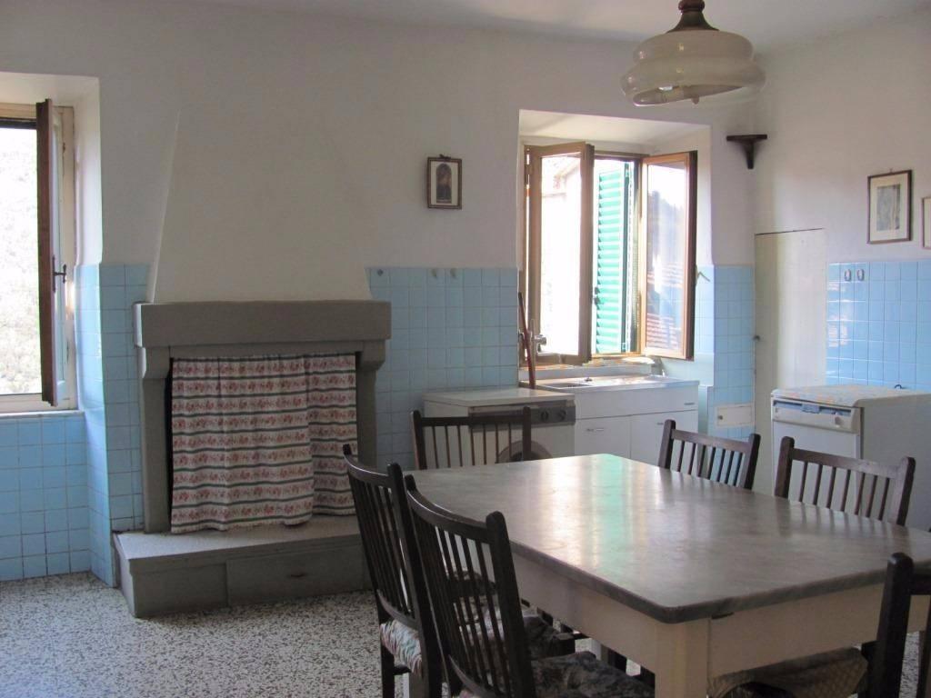 Appartamento in buone condizioni in vendita Rif. 9124813
