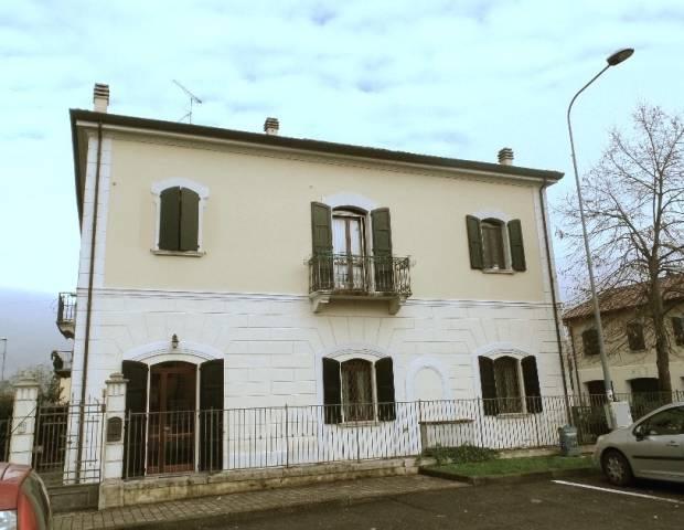 Appartamento in ottime condizioni parzialmente arredato in vendita Rif. 6932476