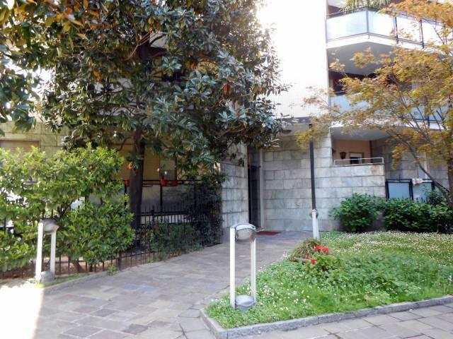 Bilocale Milano Via Rembrandt 10