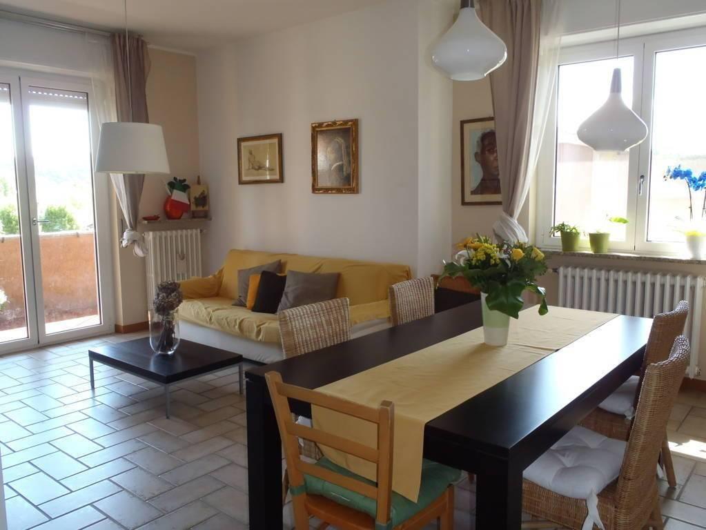 Appartamento in ottime condizioni parzialmente arredato in vendita Rif. 5199448