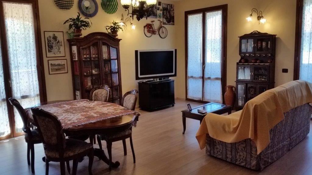 Appartamento in ottime condizioni parzialmente arredato in vendita Rif. 7654391