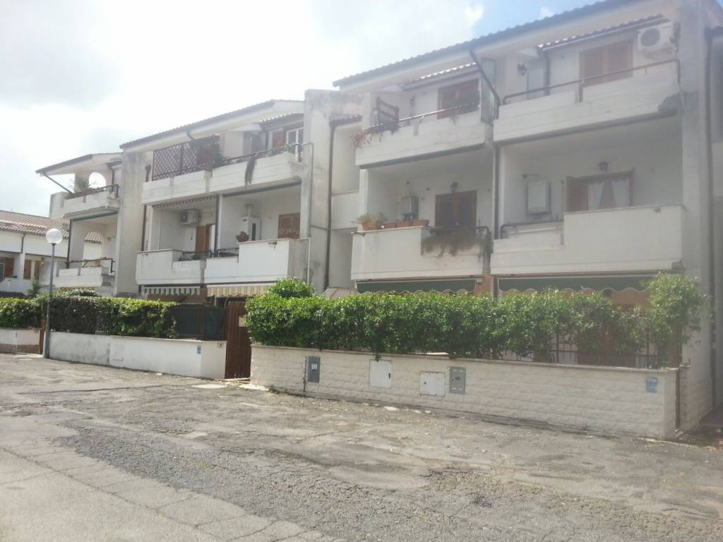 Appartamento in buone condizioni parzialmente arredato in affitto Rif. 8595063
