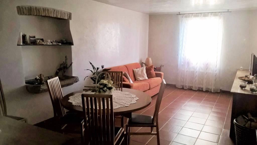 Appartamento in ottime condizioni parzialmente arredato in vendita Rif. 5218939