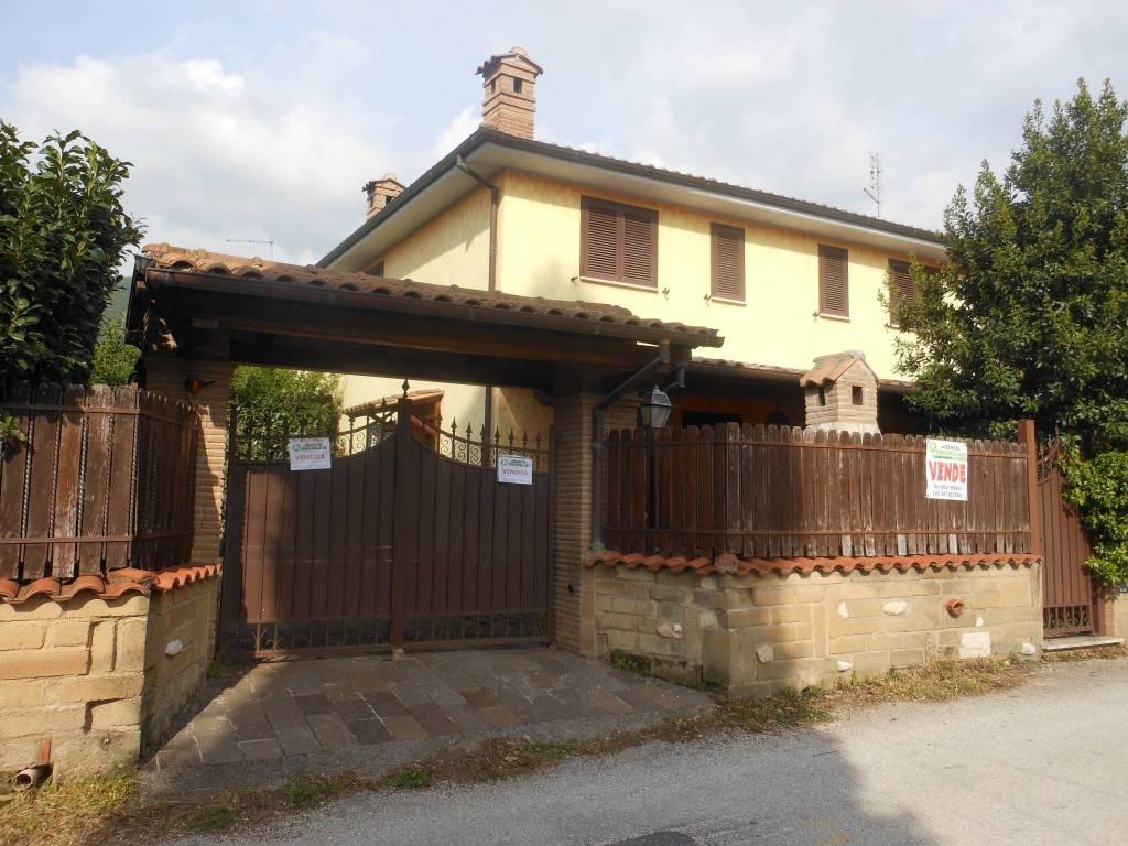 Villa in ottime condizioni parzialmente arredato in vendita Rif. 8256556