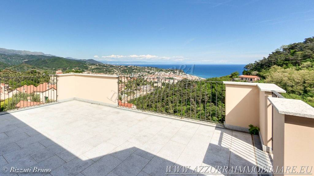 Appartamento in vendita via Bruciati Albissola Marina