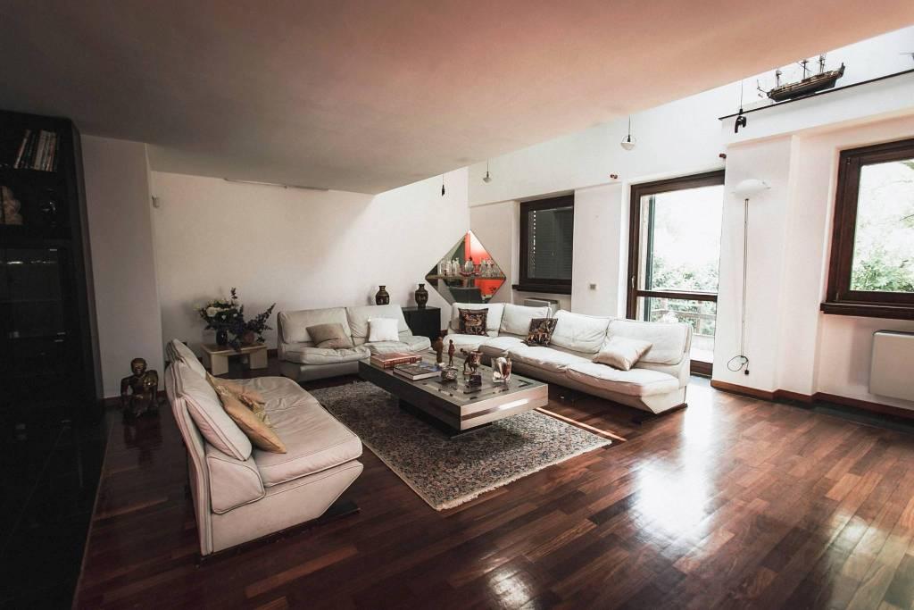 Appartamento in Vendita a Milano 24 Chiesa Rossa / Gratosoglio / Vigentino: 5 locali, 220 mq