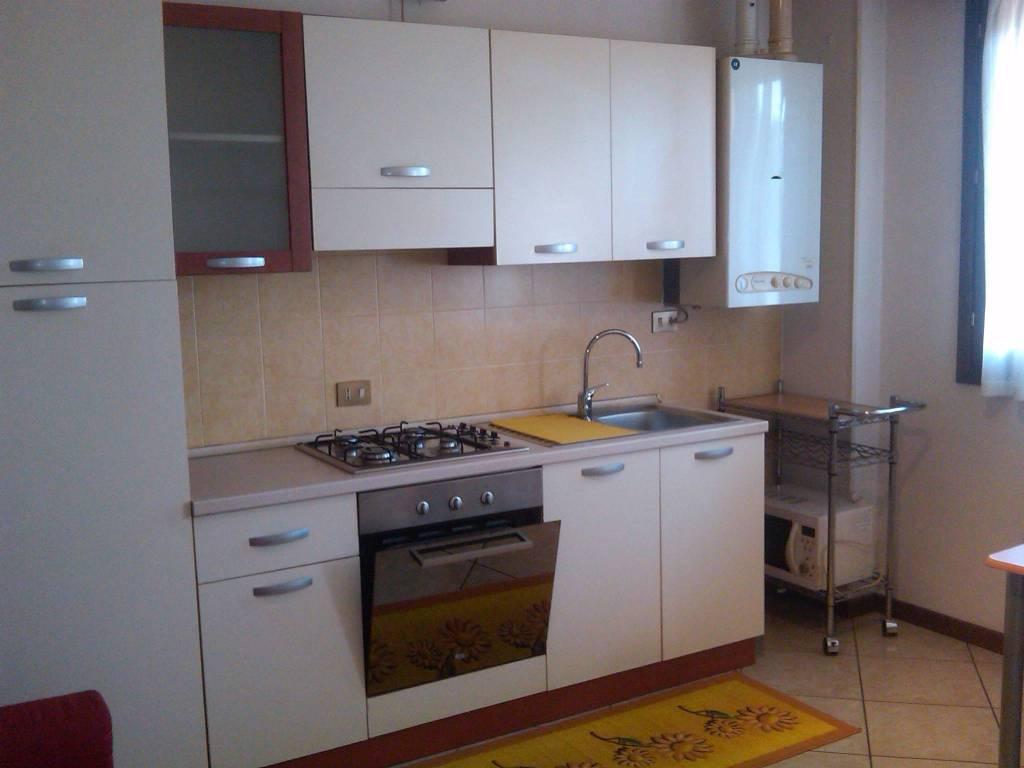 Appartamento in buone condizioni arredato in affitto Rif. 9178317
