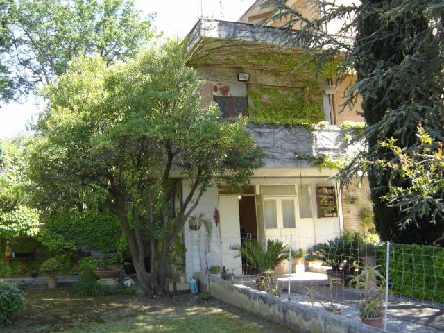 Appartamento in buone condizioni in vendita Rif. 4584335