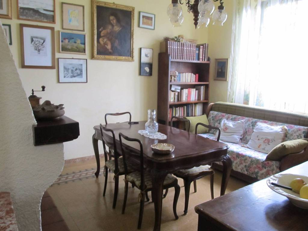 Appartamento in buone condizioni parzialmente arredato in vendita Rif. 9215395
