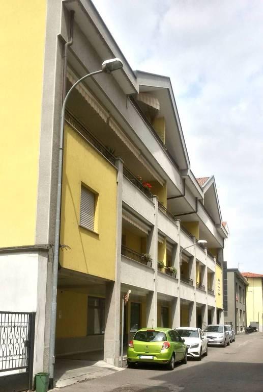 Appartamento in buone condizioni in affitto Rif. 7689670