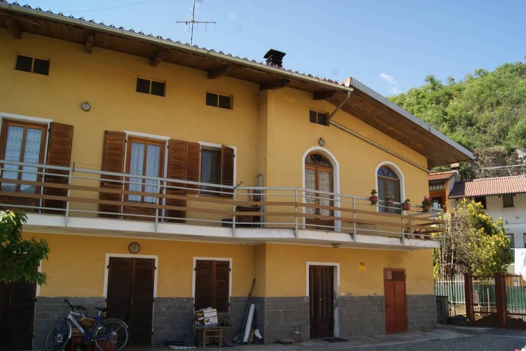 Foto 1 di Casa indipendente vicolo dei Fiori, Fiorano Canavese