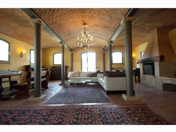 Rustico / Casale in vendita a Curtatone, 6 locali, prezzo € 890.000 | CambioCasa.it