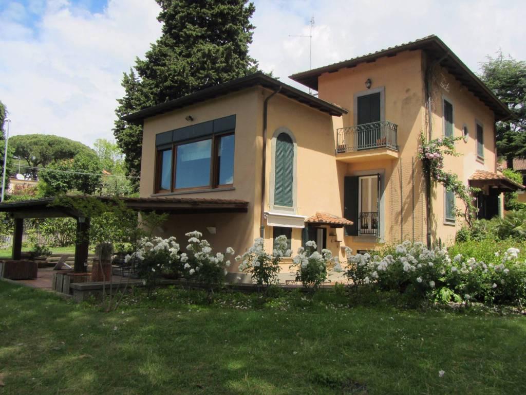 Villa in vendita a Grottaferrata, 7 locali, prezzo € 1.150.000   CambioCasa.it