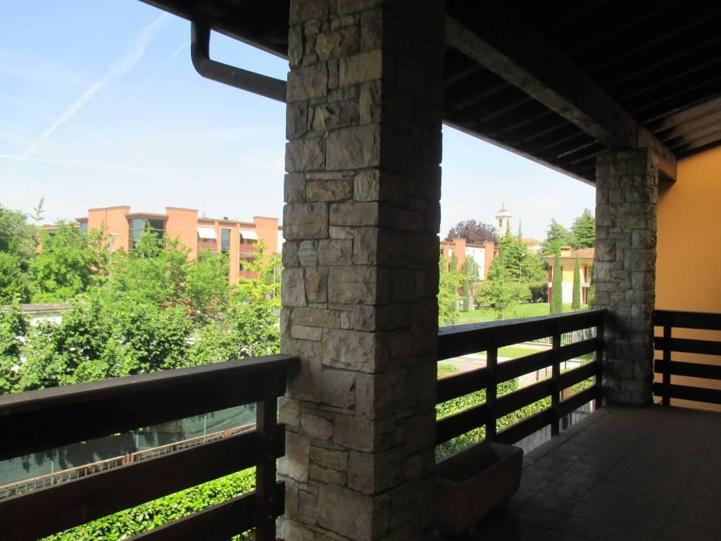 Appartamento in buone condizioni in affitto Rif. 8029077