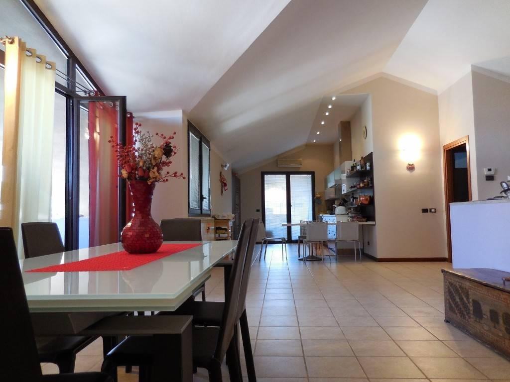 Appartamento in vendita a Verona, 3 locali, zona Zona: 5 . Quinzano - Pindemonte - Ponte Crencano - Valdonega - Avesa , prezzo € 480.000 | CambioCasa.it