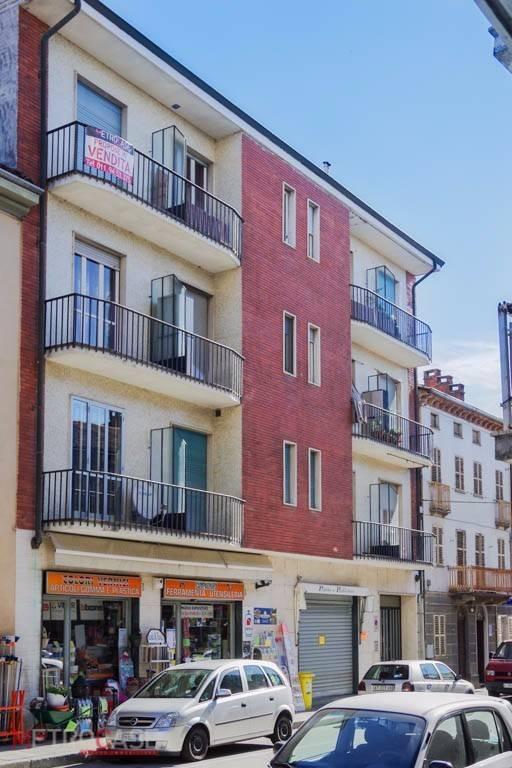 Appartamento in buone condizioni in affitto Rif. 9270128