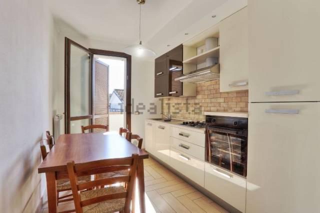 Appartamento parzialmente arredato in affitto Rif. 7337016