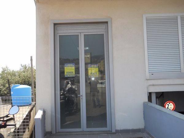 Negozio-locale in Vendita a Messina Periferia Sud: 1 locali, 100 mq