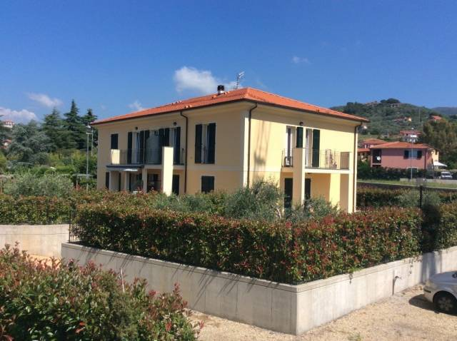 Appartamento trilocale in vendita a Imperia (IM)